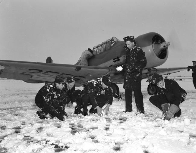 Royal Australian Air Force pilots make snowballs at No. 2 Service Flying Training School RCAF Uplands, Ontario, in November 1940. PHOTO: DND Archives