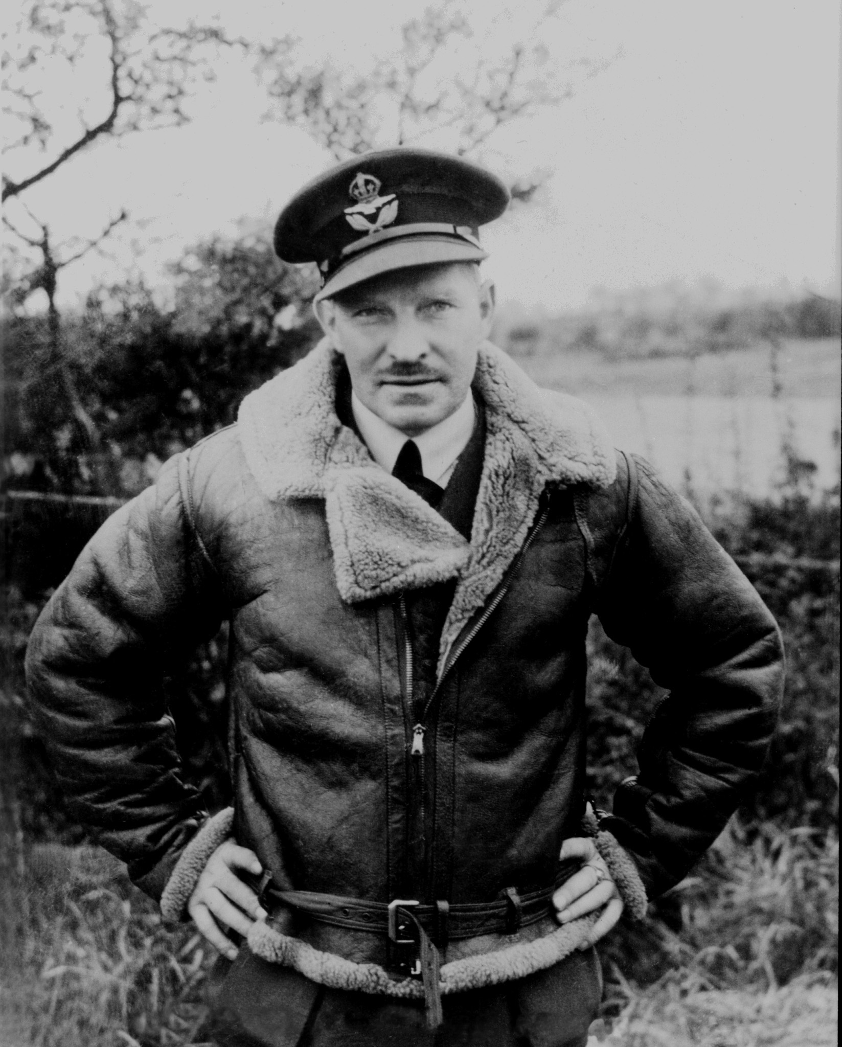 Le commandant d'aviation Ernest A. McNab, commandant du 1er Escadron, pendant la Bataille d'Angleterre. PHOTO : Bibliothèque et Archives Canada, PL-905