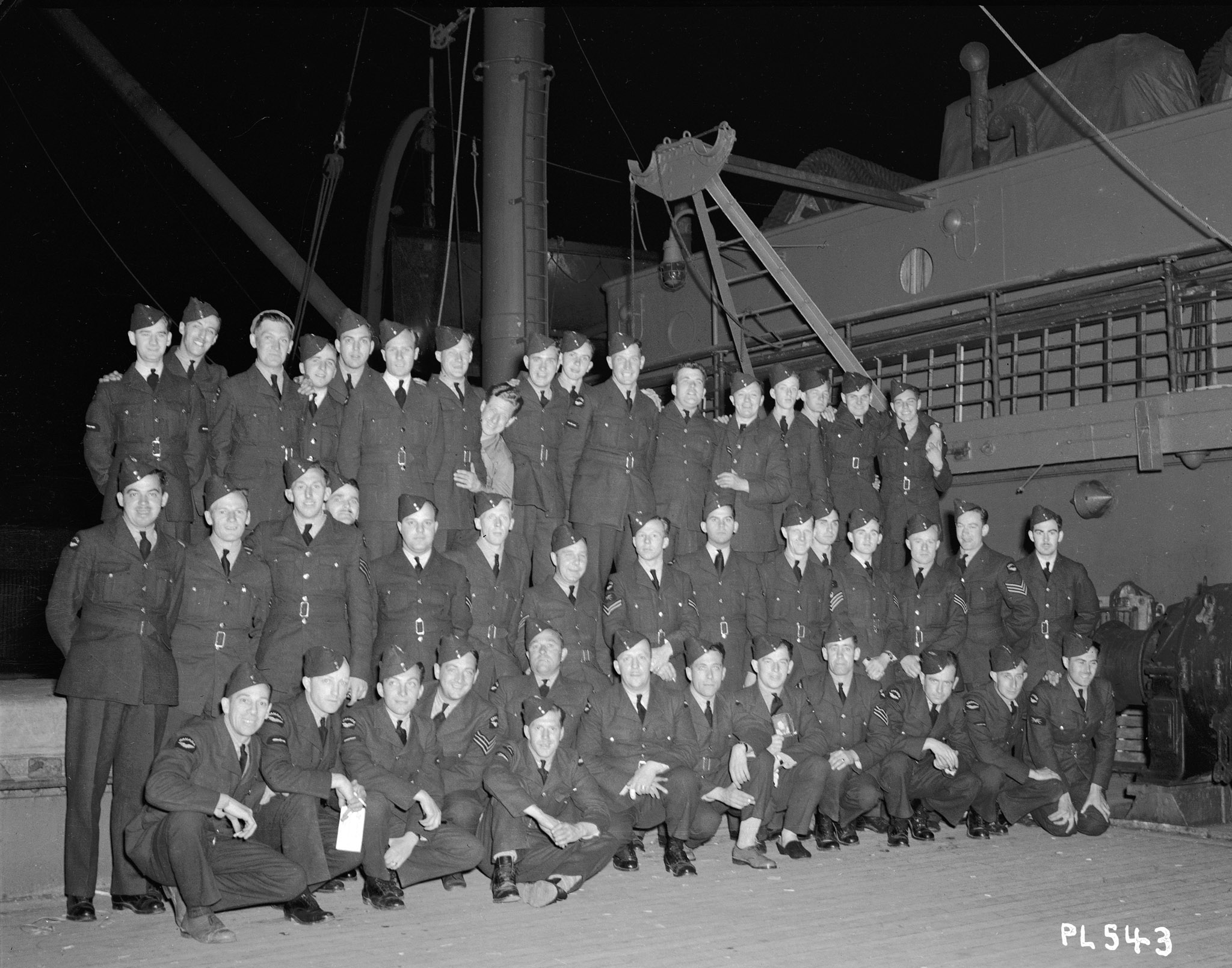 Le 8 juin 1940, les membres du 1er Escadron embarquent à bord d'un navire à Halifax, à destination de l'Europe. PHOTO : Archives du MDN, PL-543