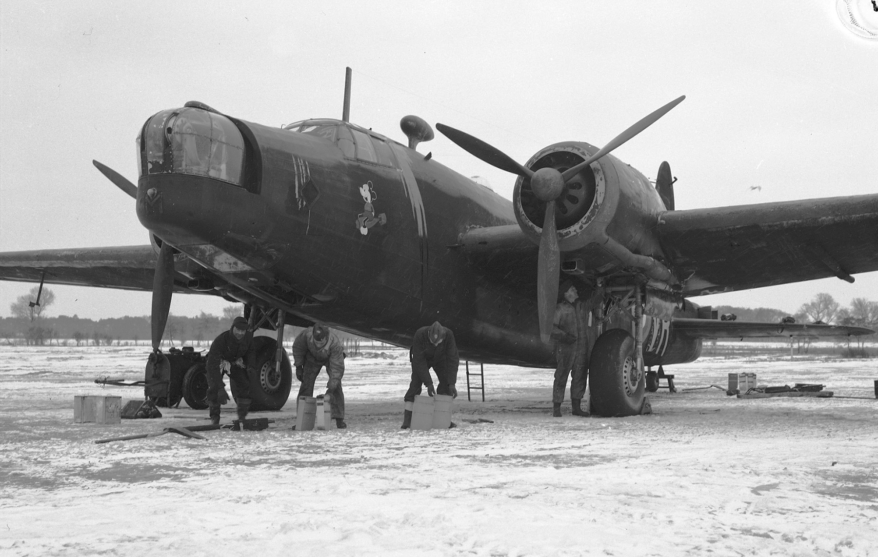 From left, 419 Squadron riggers Leading Aircraftman James Gardiner (Yorkton, Saskatchewan); Leading Aircraftman Fred Fitzhugh (Verdun, Quebec); and Leading Aircraftman Fred Scott (Midland, Ontario); and a Royal Air Force crewman, load ammunition onto a Wellington aircraft at a Royal Canadian Air Force bomber base in England on February 9, 1942. PHOTO: DND Archives, PL-7091