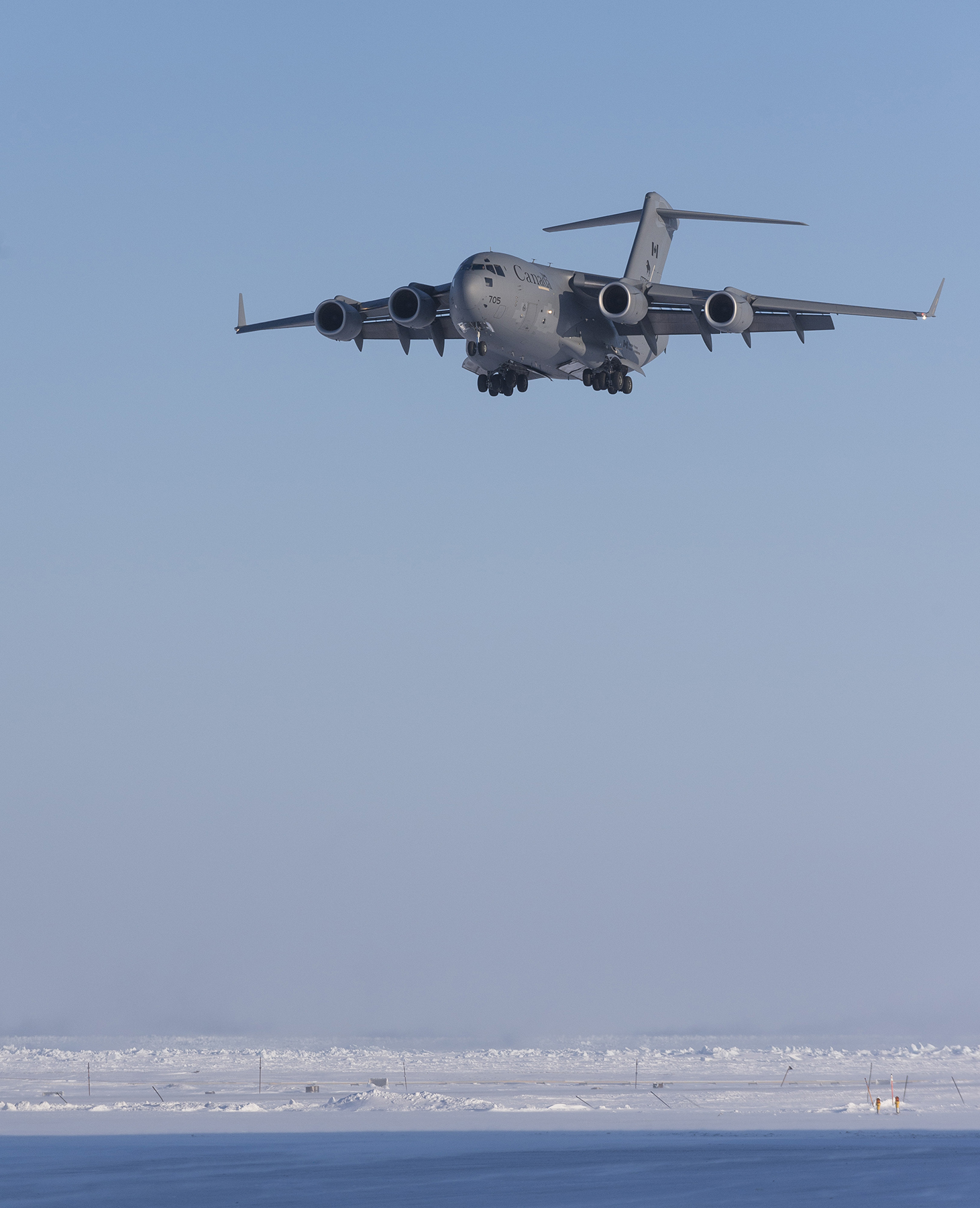 An RCAF CC-177 Globemaster aircraft on final approach at the airport in Hall Beach, Nunavut, to deliver personnel and equipment on March 5, 2017, during Operation Nunalivut 17. PHOTO: Sergeant Jean-François Lauzé, PA01-2017-0054-101