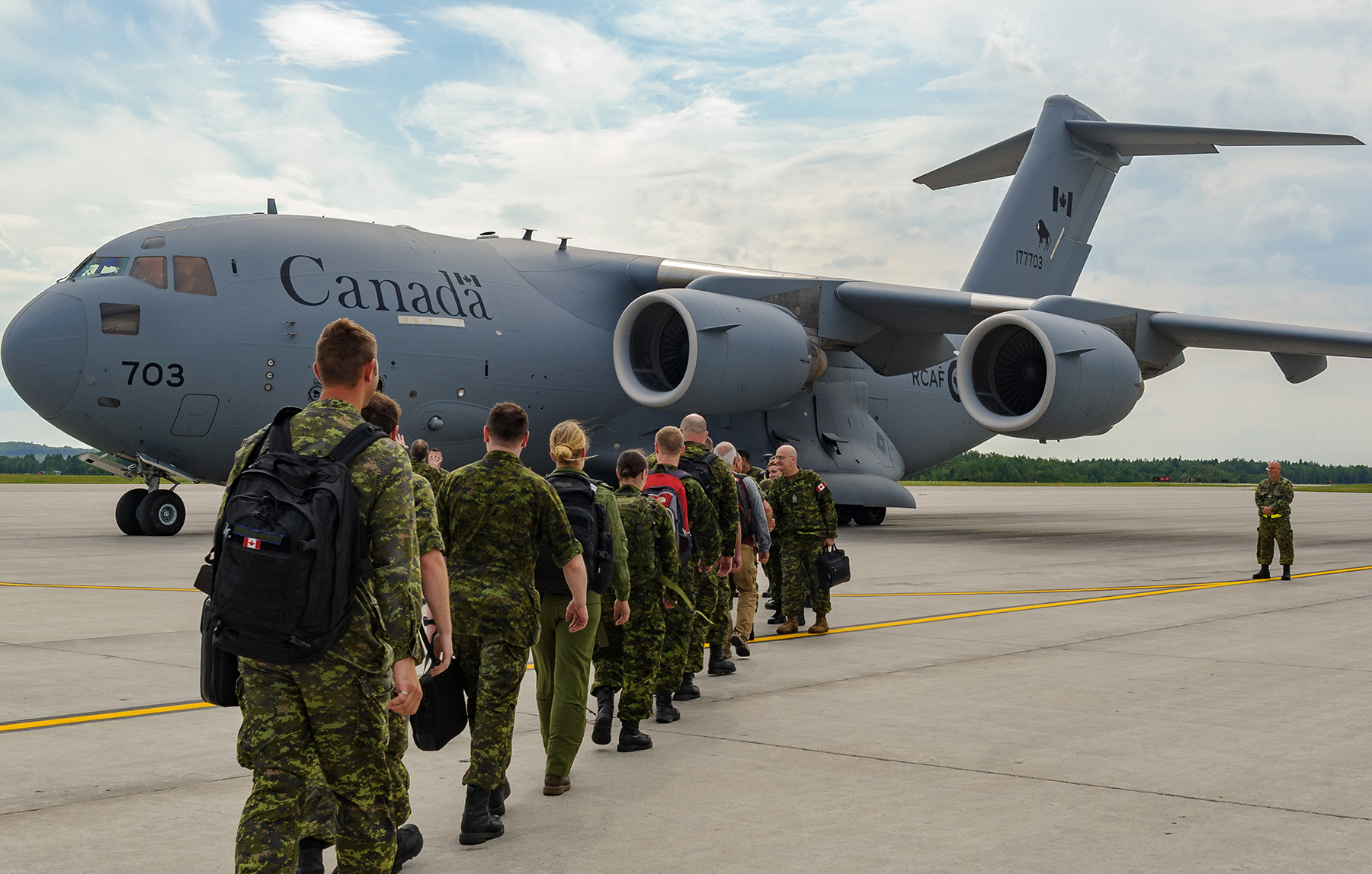 At CFB Bagotville, Québec, members of the Airfield Activation Team deployed on Operation Reassurance board a CC-177 Globemaster bound for Romania on August 11, 2017. PHOTO: Private Mylène Bissonnette, BN10-2017-0484-010