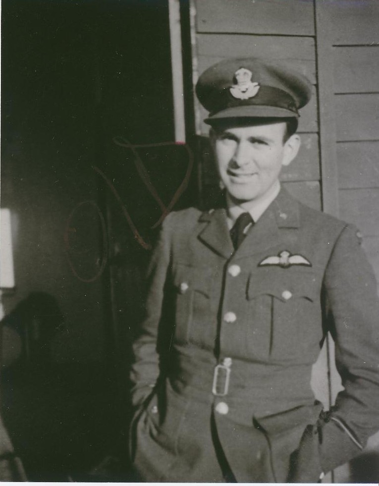 Le sous-lieutenant d'aviation Leroy Gover, du Eagle Squadron no 113 de la Royal Air Force (RAF), à la base de la RAF Biggin Hill, au Royaume-Uni. Il figure parmi les 10 militaires du Colorado qui ont servi dans l'ARC et la RAF pendant la Seconde Guerre mondiale et qui ont récemment fait leur entrée au Panthéon de l'aviation du Colorado. PHOTO : American Air Museum in Britain, UPL 18935