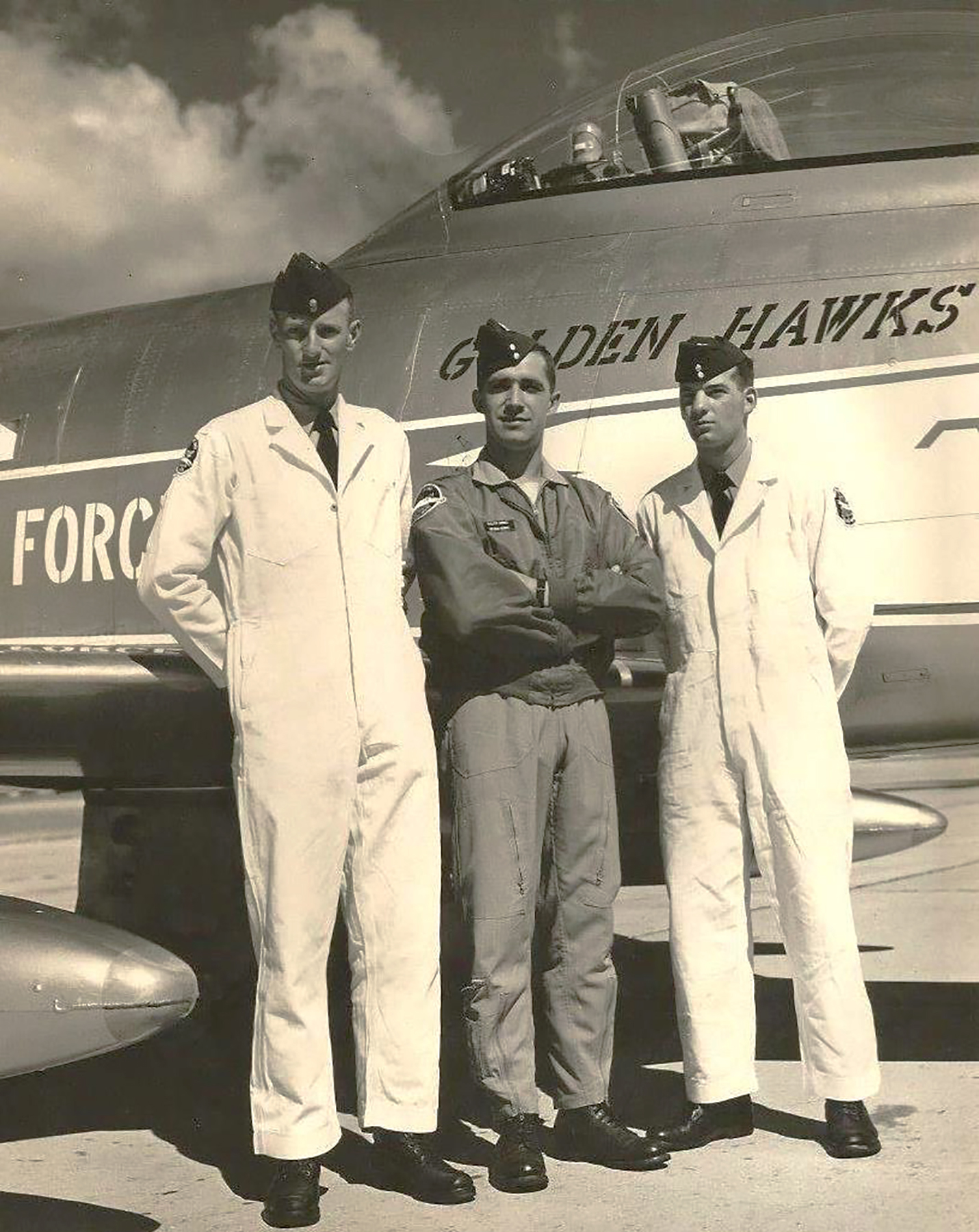 In 1960, Flight Lieutenant Ralph Annis, Golden Hawk lead solo (centre), stands with Golden Hawks air demonstration team crewmen Leading Aircraftman John Elmose and Leading Aircraftman Mick Nordeen. PHOTO: RCAF, courtesy of Dan Dempsey